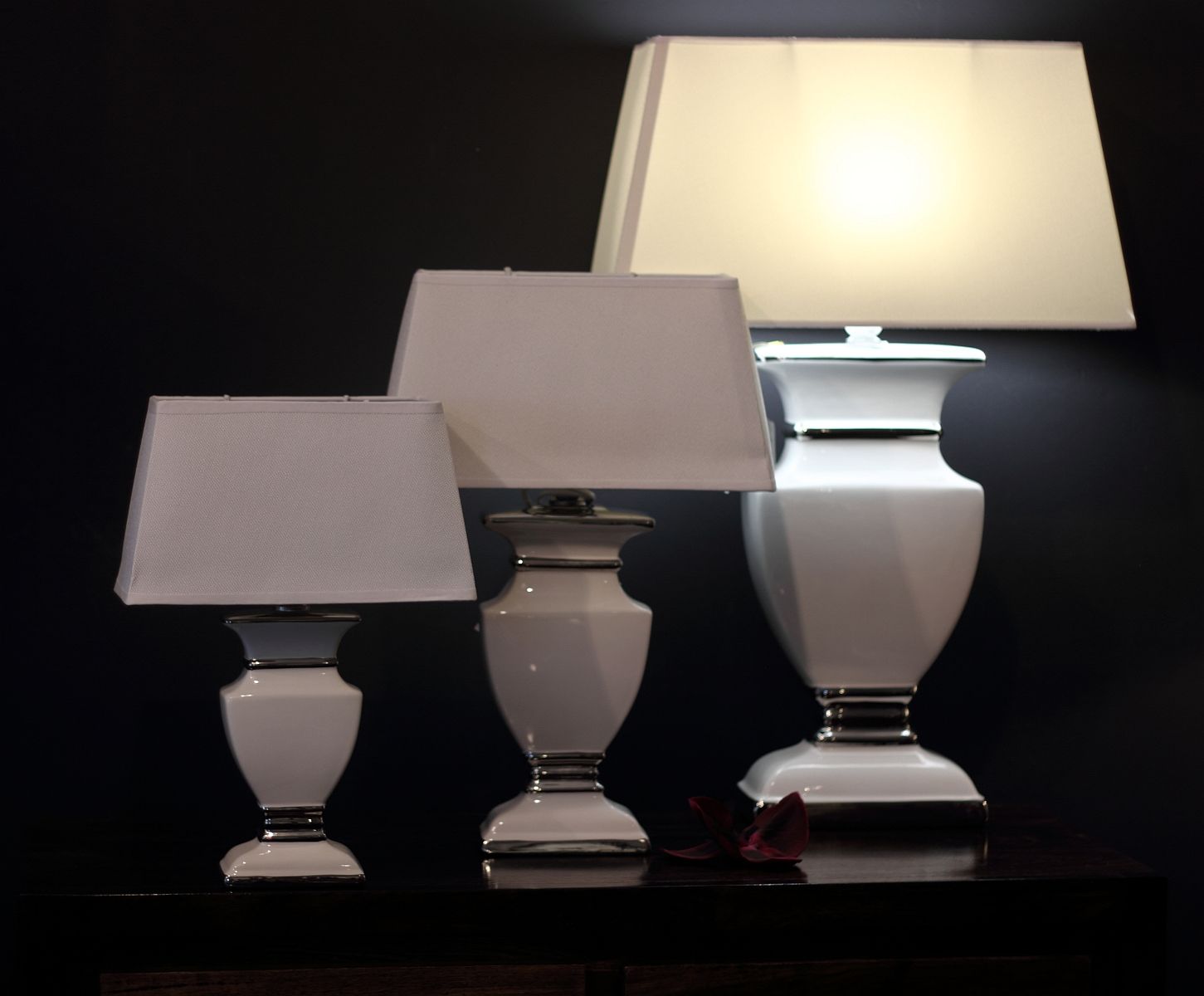 duża lampa do salonu bia�a